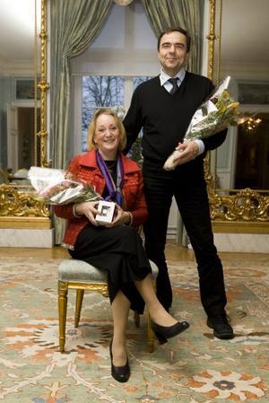 Trotjänare. Margareta Stéen och Jan-Åke Johansson på länsstyrelsen firade på tisdagen att de har arbetat 30 år i statens tjänst.