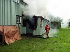 Foto: MARIANNE LUNDQVISTEldsvåda. En villa eldhärjades under tisdagen i Axmar. Det var den andra på två dagar.