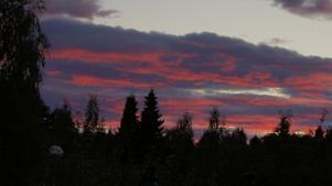 En vacker solnedgång. Röd och fin.