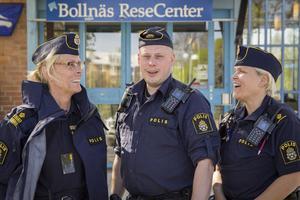 Kommunpolisen Helena Sundberg, tillsammans med områdespoliserna Andreas Åkesson och Lena Larssen Svan.