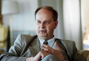 Mats Svegfors var sannolikt orolig för hur samarbetet med den röde biskopen Claes-Bertil Ytterberg skulle bli när han tillträdde som landshövding i Västmanland 2000. Fotograf: Ulf Axelson/arkiv