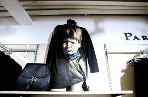 Fina tröjan. Toppen med det klassiska gråtande barnet hittar man på Sandegårds i Sandviken.