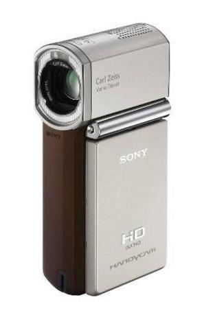 Liten och snygg.Den här kamerans främsta attribut är så klart formatet – den är inte mycket större än en mobiltelefon. Dessutom är den riktigt snyggt designad. Kamerahuset är gjort i titan och ska vara tåligt och kameran är utrustad med bland annat ansiktsigenkänning och automatisk justering av fokus.Prisintervall: 6 076–10 159 kronor.