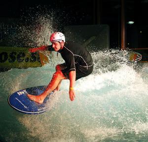 Christoffer Björk från Sundsvall tävlade för första gången på en bräda i vatten. – Känslan när man sätter ett nytt trick är underbar, säger han