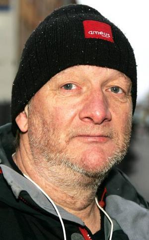 Kjell Persson,57 år, Torvalla:– Nej. Jag tror inte att katten skulle uppskatta den. Katten heter Lisa men jag kallar den för Fegisen. Så fort hon hör något ute så springer hon.