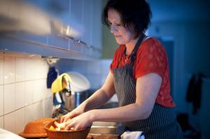 Helena Appelqvist tillagar pulled pork, fläskkarré som långkokas i ugnen för att bli riktigt saftig och mör.