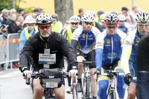 Man måste inte ha en racer  för att köra Vätternrundan. Magnus Riseby från Örebro cyklade runt på 16:51.