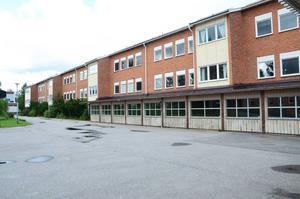 Den lägre delen av Gärdesskolan som sträcker sig mot sporthallen kommer att rivas. Den här delen av skolan invigdes till höstterminen 1955. Skolan kallades då för Centralskolan.