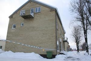 En man blev knivskuren i halsen på en fest på Postgatan i Laxå.