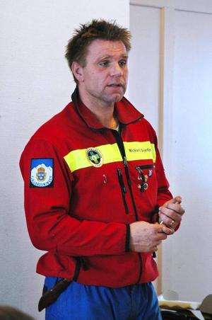 På grund av det kalla vädret var det svårt för Rasmus Åsell, 16 år från Borgen, och hans kurskamrater att få igång snöskotrarna under helgens förarutbildning.
