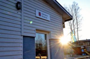 En sol får läggas till på skylten när förskolan Gläntan byter namn till Solgläntan.