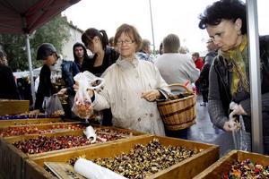 Elisabeth Larsson från Ljusne passade på att köpa godis till familjen.