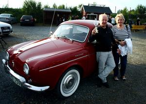 Utmärkelsen kvällens gulligaste bil vann Bertil Bäckström med sambon Bodil Hamrin från Söråker för sin röda Renault Dauphine från 1962.– Det var roligt, sa de,