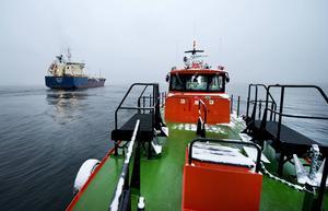 Uppdraget är slutfört, lotsen är ombord på tjänstebåt 215 och M/T Nordic Nora styr kosan mot Estland.