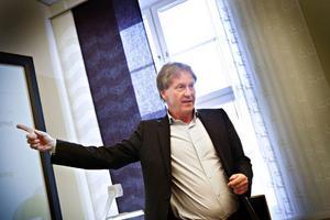 – Vår myndighet är en utrednings- och analysresurs där alla måste jobba tillsammans för att det ska fungera. Därför är kostnaderna för interndagar väl använda pengar, säger generaldirektören Dan Hjalmarsson.