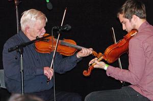 Pers Hans och Alexander Olsson bjöd på gamla och nya låtar. Foto: Lennart Cromnow