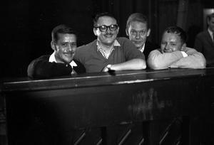 Toots Thieleman 1962. Men vilka flankerar honom?