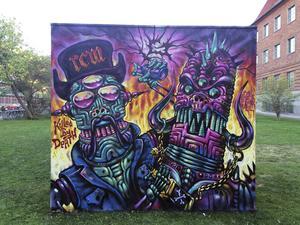 Pinfärsk målning på graffitiväggen utanför Länsmuseet i Gävle, torsdag klockan 20.26.