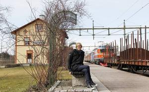 Anna Lindgren, chef för kunskapsavdelningen vid Sveriges Järnvägsmuseum, ska forska om järnvägens gröna kulturarv.