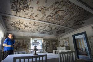 Målningarna i taket och på väggarna i Frisbogården är gjorda av Erik