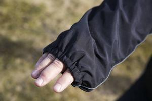 Ärmar och byxben är för långa, och jackor och byxor är ofta för trånga.