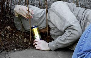 Förkastlig fylla. Många ungdomar gör sin alkoholdebut på Valborg. (Bilden är arrangerad)foto: moa westerdahl