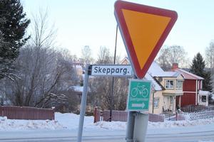 Utfarten från Skeppargatan mot Bärkevägen kan bli en av dem som stängs i framtiden.