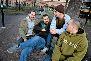 Hiphopgruppen Labyrint skapade rubriker när deras spelning på en kommunal fritidsgård i Växjö ställdes in med hänvisning till att de rappar om droger. I debatten som följde talades om censur och diskriminering av förortskultur. På lördag skulle de ha spelat i Kumla. Från vänster: Jacco, Aki, Dajanko och Sai.