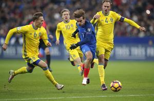 Sverige och Frankrike möts i VM-kvalmatch 9 juni. En match som över en miljon tittare nu kan komma att missa.