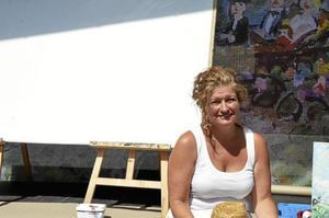 Innovativ. I samråd med Nora Brasserie kom Ulrika Andersson på idén att måla live inför utställningen på höstens ljusstråk.
