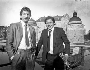 Den klassiska bilden från presskonferensen på Stora hotellet där den engelska storstjärnan Andy King (t h) presenterades av ÖSK och nye tränaren Stuart Baxter.