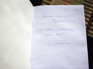 ...Men saknar kärlek hette den självbiografi Lars Carlander färdigställde på Norrtäljeanstalten under 2000-talet. Jan-Olof Andersson och hans hustru fick ett exemplar.