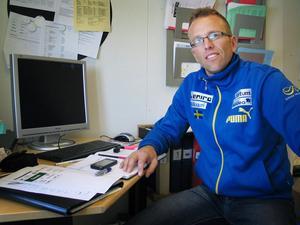 Sveriges förbundskapten Magnus Olsson tror på blågula medaljer i Höghammarhallen.