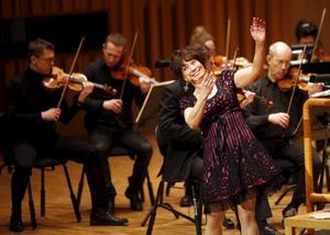 Eva Funck, känd från Evas funkaprogram och Evas superkoll på Bolibompa, höll familjekonsert tillsammans med Västerås Sinfonietta under rubriken: Så funckar musiken. FOTO: ANDERS FORNGREN