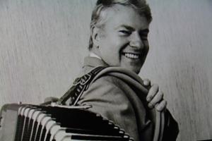 Sone Banger hyllas som en stor musiker och människa  i filmen.