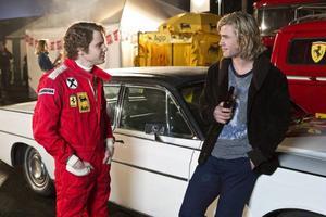 Daniel Brühl och Chris Hemsworth bjuder på oväntat finlir i den högoktaniga racingfilmen