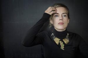 Annika Norlin växte upp i Östersund och återvänder i förordet till tonårens häng på Skivhörnan i jakten på bra musik.