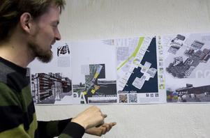 Filip Kozak, arkitektstudent från Polen, berättar om sin arbetsgrupps planer för Håstaholmen som allaktivitetsområde.