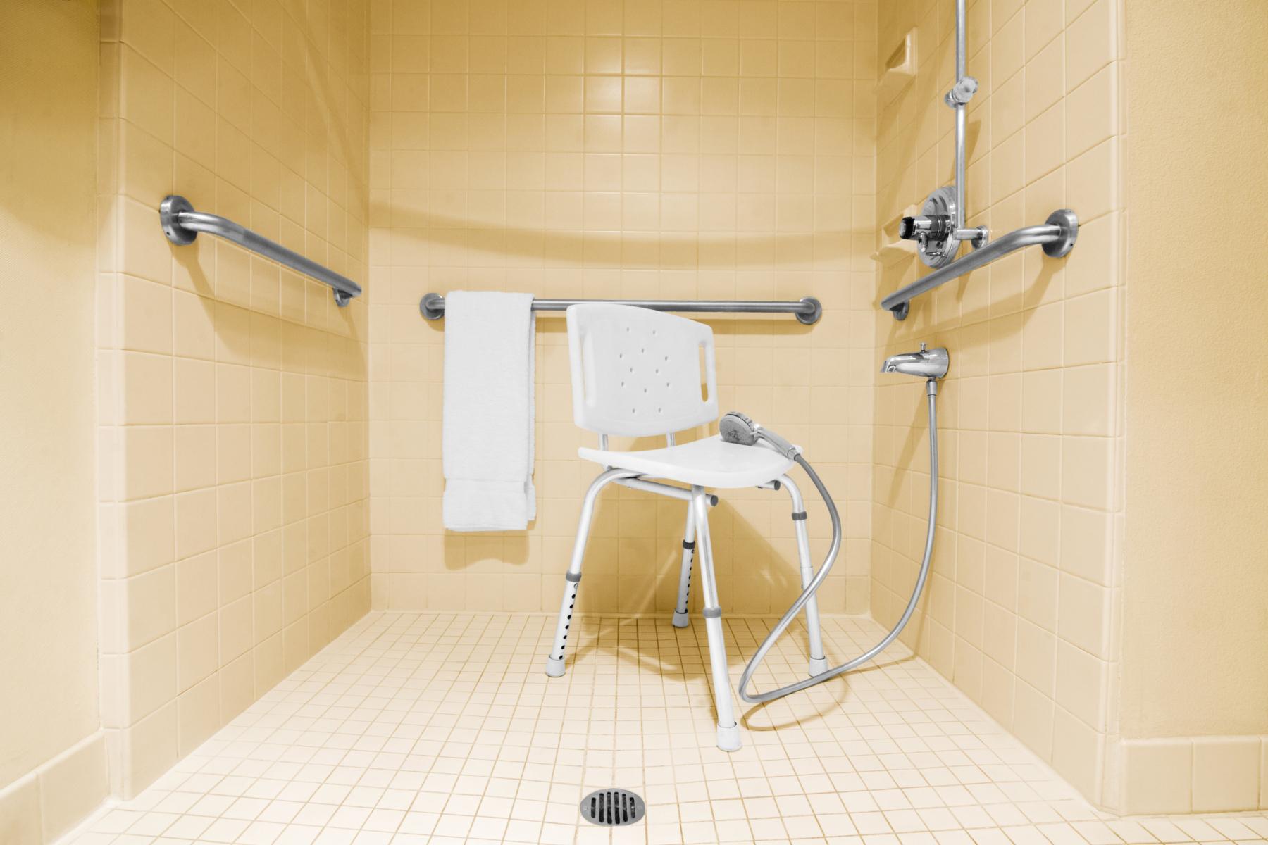 Dement glomdes pa toalett