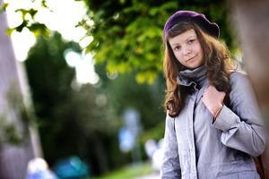 Emelie Rosén går media och kommunikationslinjen på gymnasiet och drömmer en dag om att bli krigskorrespondent.