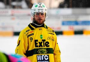 Ljusdals försvarare Mattias Blom har vässat pennan, i alla fall på prov.