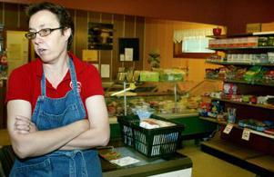 Det är med tungt hjärta som Elsa Widell stänger affären i Norrhassel.