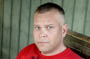 Henri Hiitomaa är frustrerad över Migrationsverket.