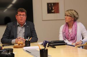 – Jag är chockad och besviken, säger kommunalrådet Jan Bohman (S), på en presskonferens tillsammans med kommundirektören Åsa Granath.