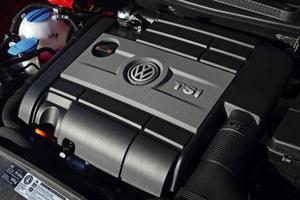 TSI-motorn i nya Golf R är bara två tredjedelar så stor som föregångaren och drar 21 procent mindre bensin. Trots det är den 20 hästkrafter starkare.