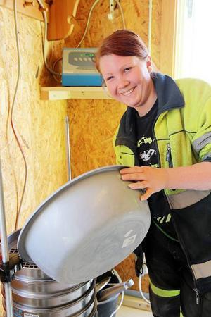 Frida Persson från Ljusdal jobbar på labbet vid Lossenbygget