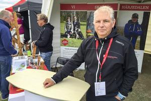 Mikael Holmström har haft kontakt med flera familjer under mässan som mer eller mindre vill flytta till Härjedalen.