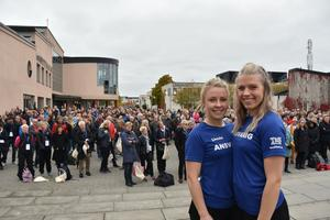 Studentsektionen på GIH arrangerade 50-års jubileet helgen 15–16 oktober.  Här från vänster: Linnéa Eriksson och Linnea By.