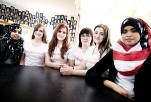 Jasmine Mohammed, Kajza Lagergren, Frida Karlsson, Lina Andersson, Emina Selimagic och Siihem Jusuf är alla ledare för Tjejforumet som kommer hållas en gång i veckan på Tjängans fritidsgård. Tjejerna är alla mellan 18-23 år gamla och hoppas att premiären kommer bli lyckad.