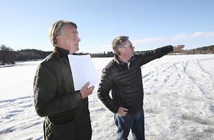 Går allt enligt planerna påbörjas bostadsbyggandet vid Sundsörsviken i augusti. I så fall kan området bli helt klart under 2014. De minsta lägenheterna blir 62 kvadratmeter – de största exakt det dubbla. Att det här kan bli bostäder så nära vattnet är unikt, säger Lars Flyning och Boris Hagelin.